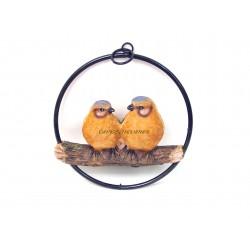 Couple d'oiseaux oranges en résine sur balançoire en métal